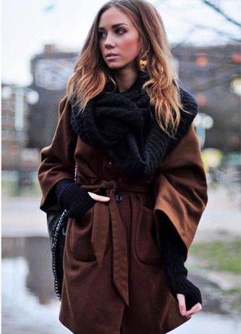 Как носить шарф-хомут с пальто: оригинальный способ