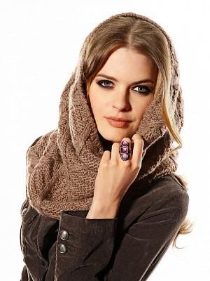 Завязываем шарф-хомут на голове