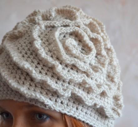 Вяжем стильную шапку крючком