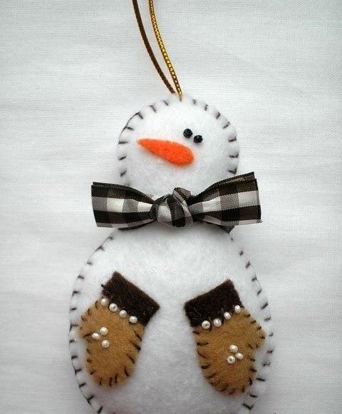 Мастерим снеговичка из фетра 4