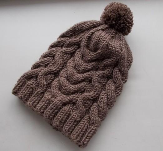 Вязаная шапка коричневая косы