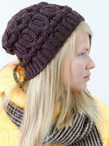 Стильная вязаная шапка бини