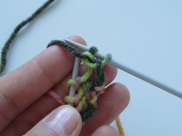 Вязание шапочки спицами для детей от 1 до 2 лет: фото 3