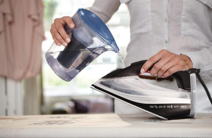 Как очистить утюг от накипи внутри?