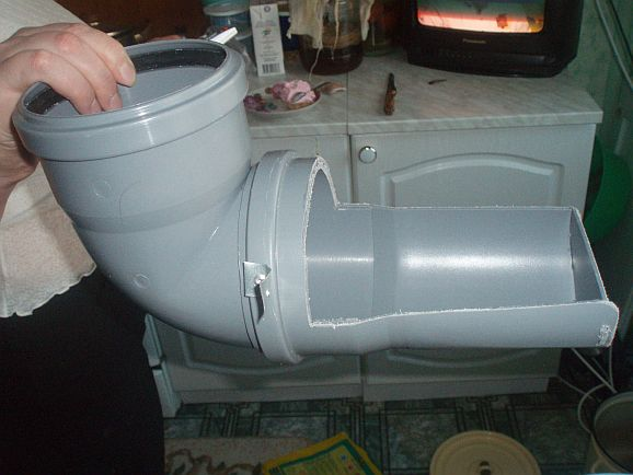 Желобковая кормушка для кроликов из пластиковой трубы