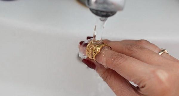 Очищаем золото от чужой энергетики водой