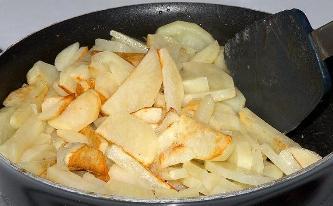 Готовим картофель в мультиварке шаг 2