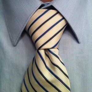 Повязываем галстук узлом Пратт