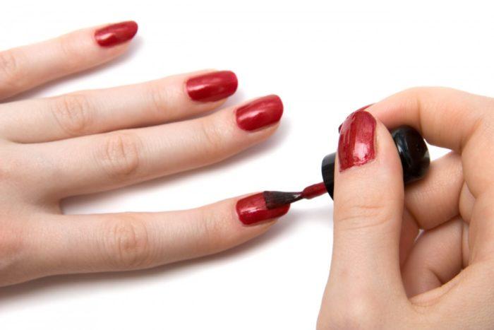 Визуально удлиняем ногти при помощи лака