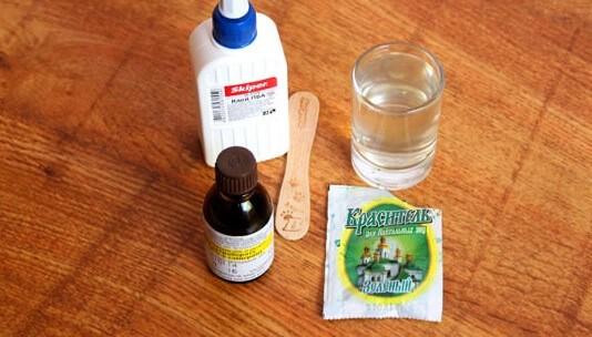 Как сделать лизуна из воды: шаг 1