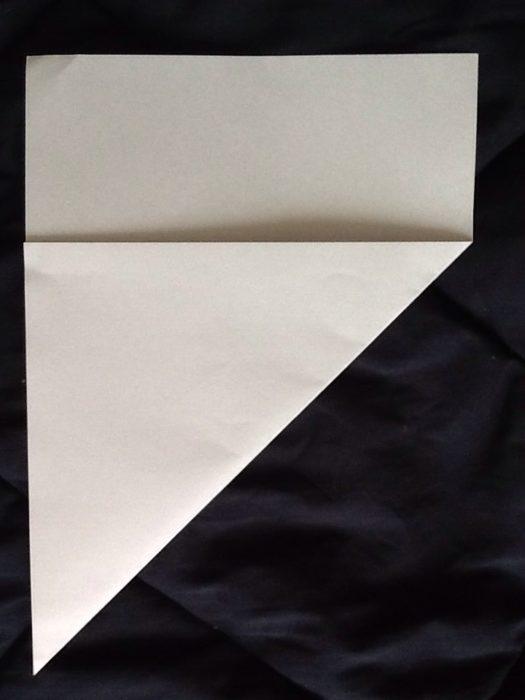 Как сделать из бумаги когти рыси: этап 2