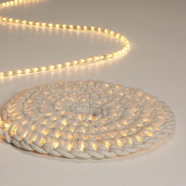 Вязанный коврик со светодиодом