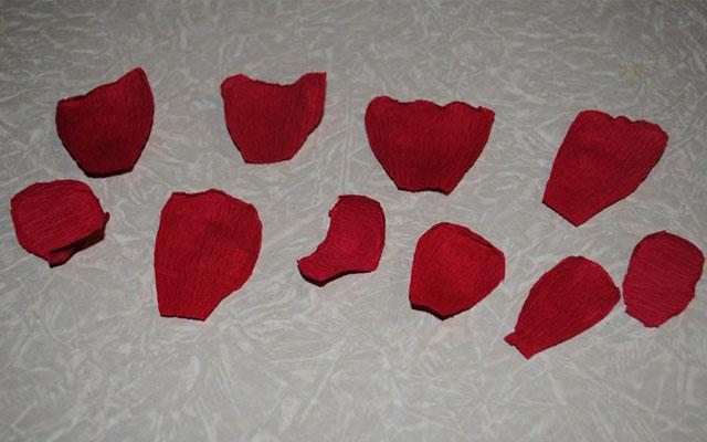 Как сделать букет из конфет: лепестки для роз из бумаги