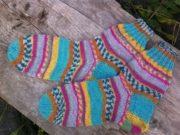Вязаные носки цветные