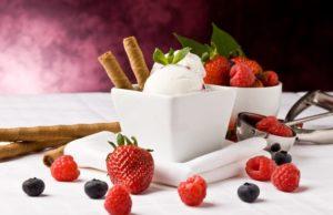Домашнее мороженое с фруктами
