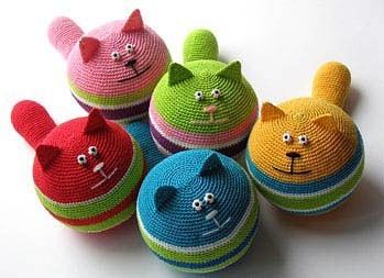 Вяжем игрушки крючком: круглые котики