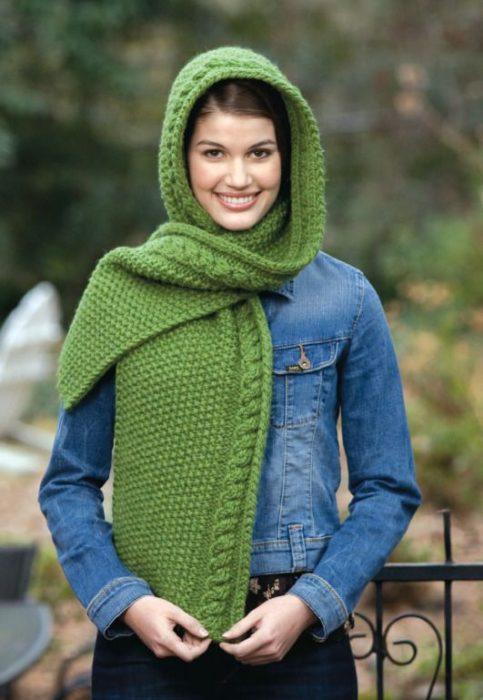 Вязаные шапки для женщин 50 лет: шарф-воротник