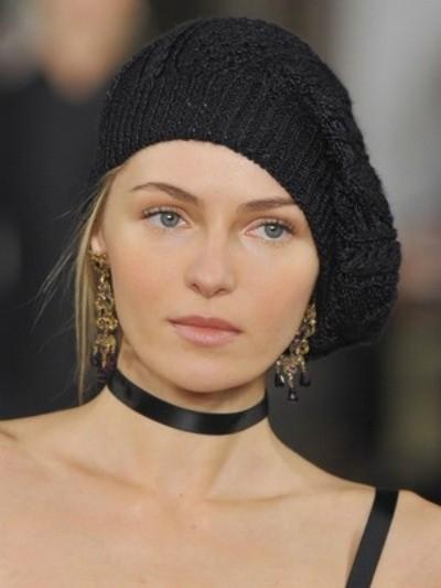 Вязание шапок спицами для женщин: модель 2017: берет