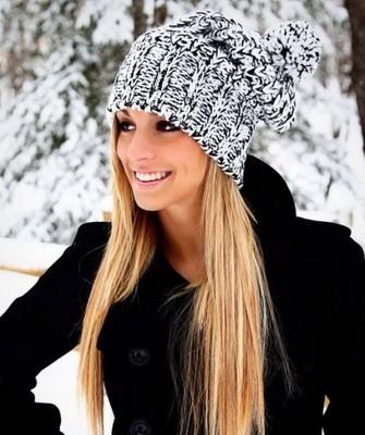 Вязание шапок спицами для женщин: модель 2017: крупный меланж