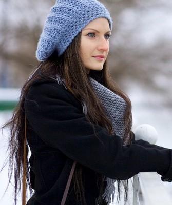 Вязание шапок спицами для женщин: модель 2017: объемное бини