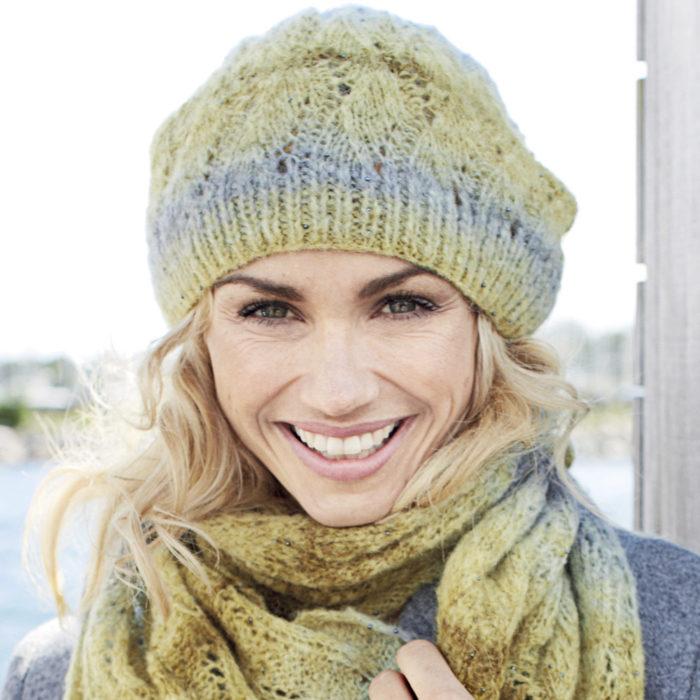 Как связать шапку с волнистым узором для женщины?