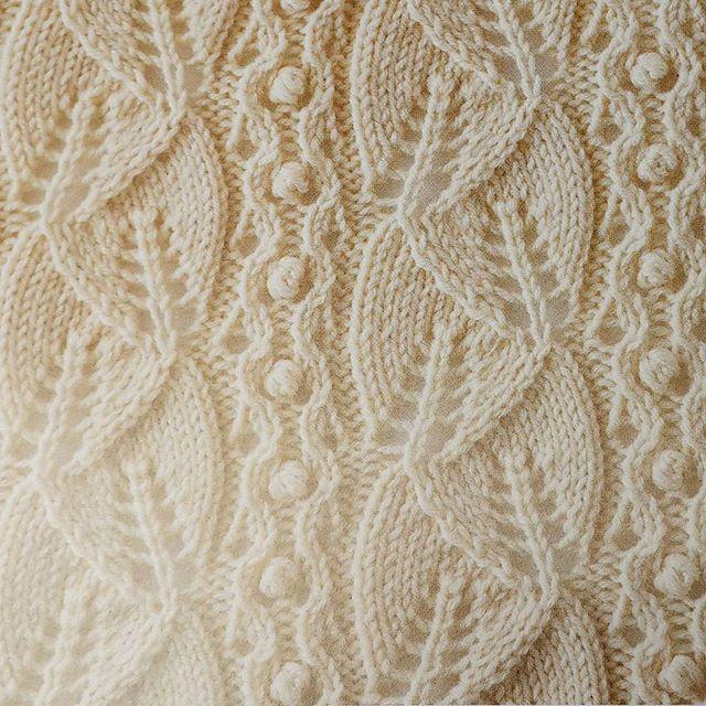 Узоры спицами: оригинальное вязание кофты