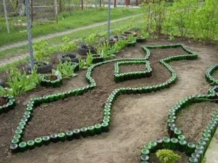 Дизайн сада и огорода своими руками: ограждение из бутылок
