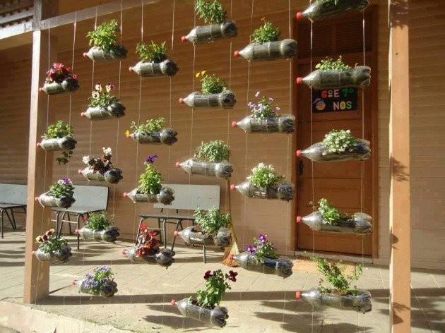 Дача сад огород: цветники из бутылок