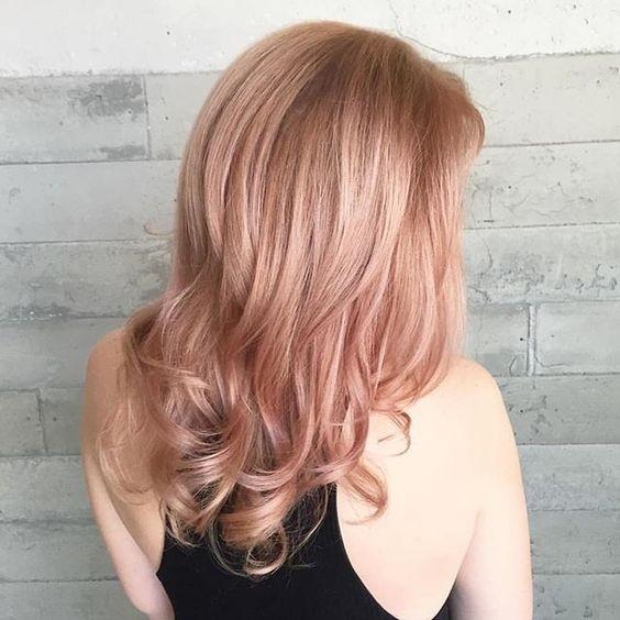Модный цвет волос 2017: розовый блонд