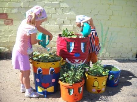 Дача сад огород: цветники из бочек