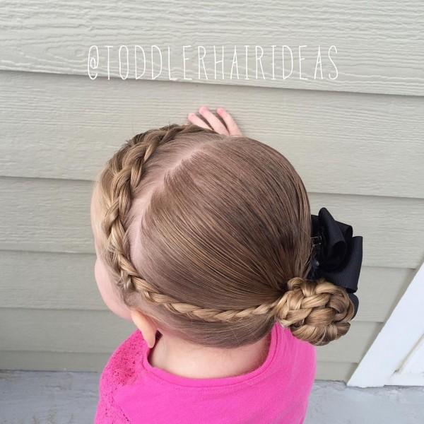 Прически на длинные волосы для девочек: коса и пучок