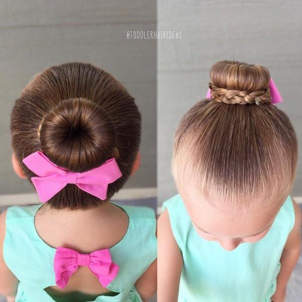 Прически для девочек: пучок с косой
