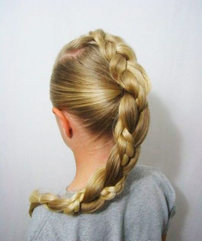 Прически на длинные волосы для девочек: необычная коса