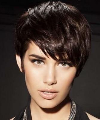 Стрижки на короткие волосы: темный цвет