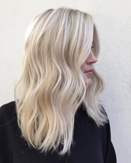 Модное окрашивание волос в 2017 году: белый блонд