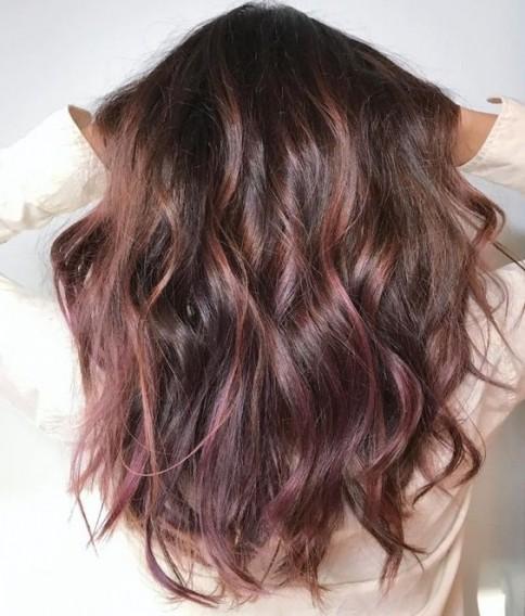 Модное окрашивание волос в 2017 году: шоколадный лиловый