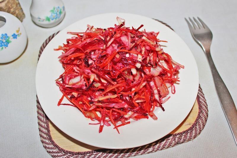"""Салат из свежей капусты: очень вкусный рецепт """"Щетка"""""""