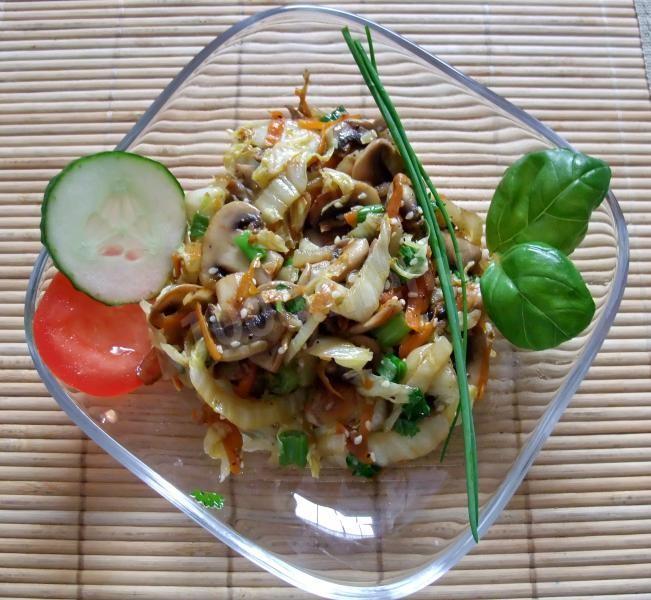 Салат из пекинской капусты: очень вкусный рецепт