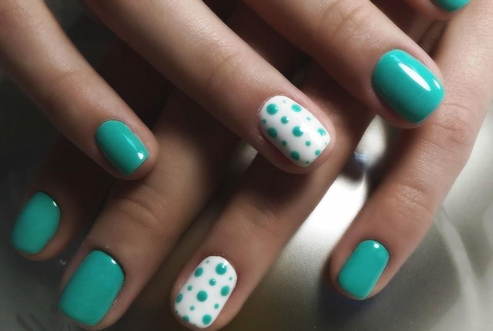 Маникюр на короткие ногти дизайн 2017: голубой