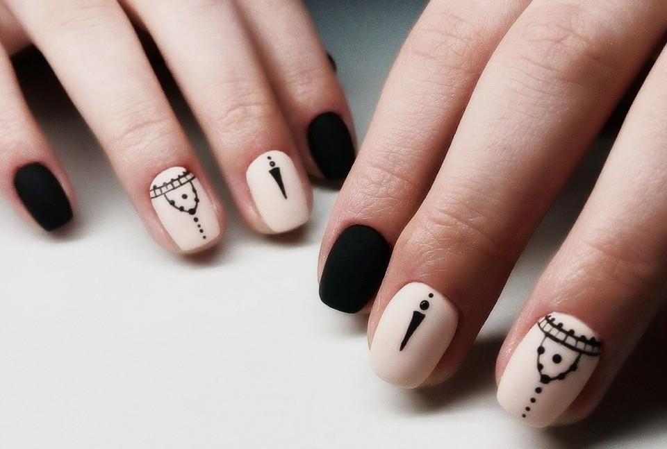 Маникюр на короткие ногти дизайн 2017: черно-бежевый