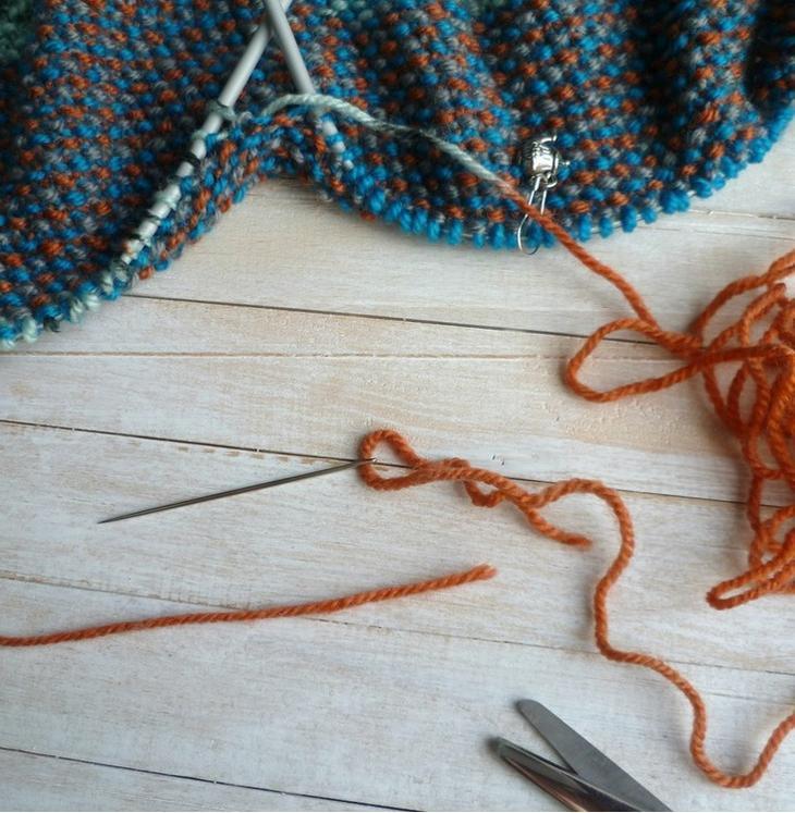 Снуд спицами 2017: игла для соединения нитей