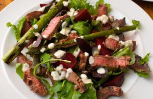 Сытный мясной салат на праздник