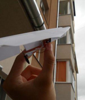 Как сделать самолет с мотором?