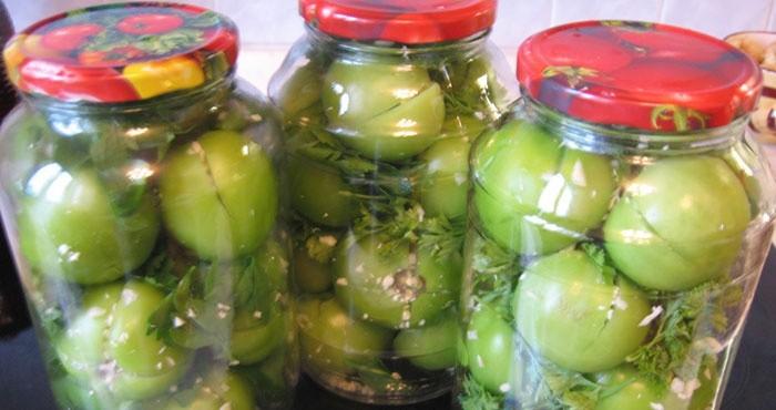 Зеленые помидоры с чесноком на зиму без закатки