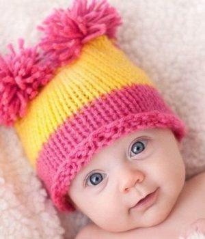 Как вязать детскую шапку спицами?
