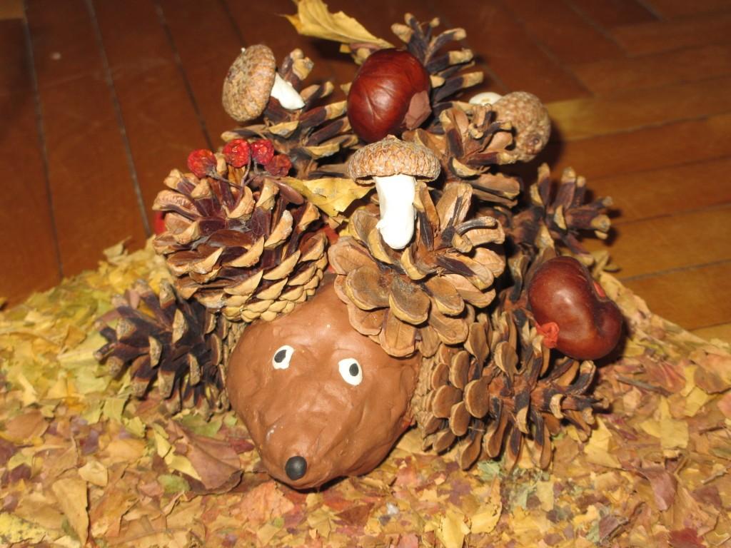 Поделки из шишек на тему осень: фото 4