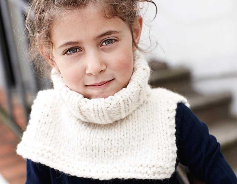 Манишка спицами для девочки: 9-10 лет