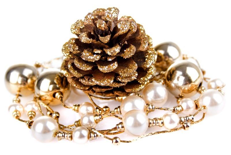 Новогодние поделки из шишек: красивый декор