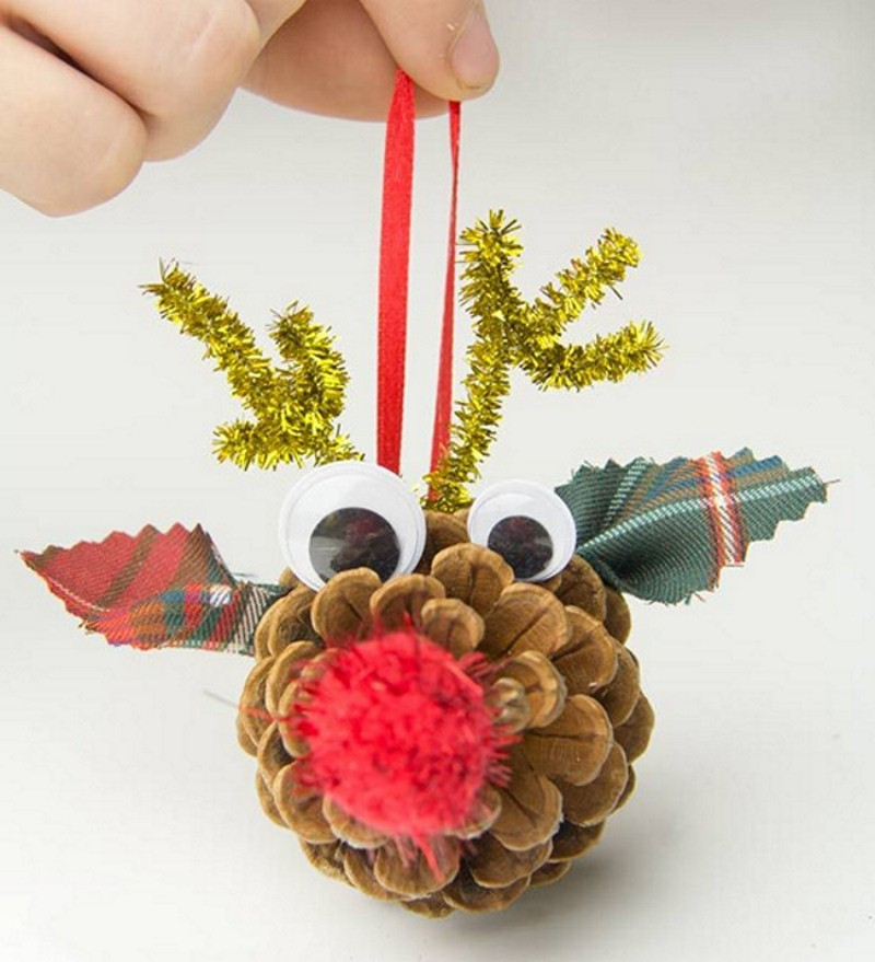Новогодние поделки из шишек: олень