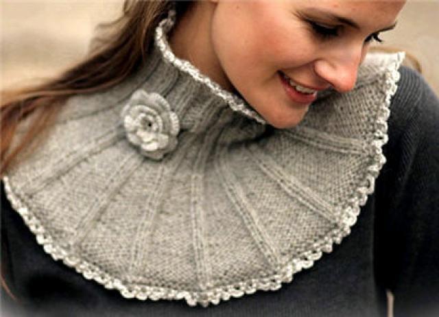 Манишка спицами для женщин: с декором